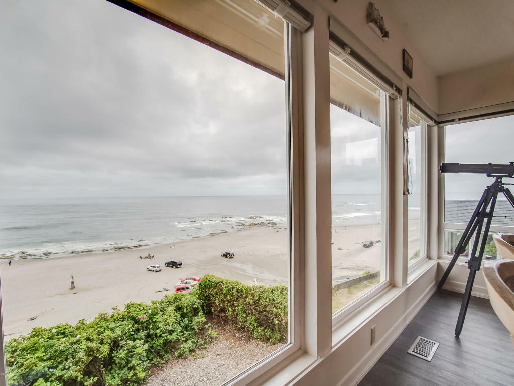 1335 Nw Harbor Ave, Lincoln City, OR - USA (photo 1)