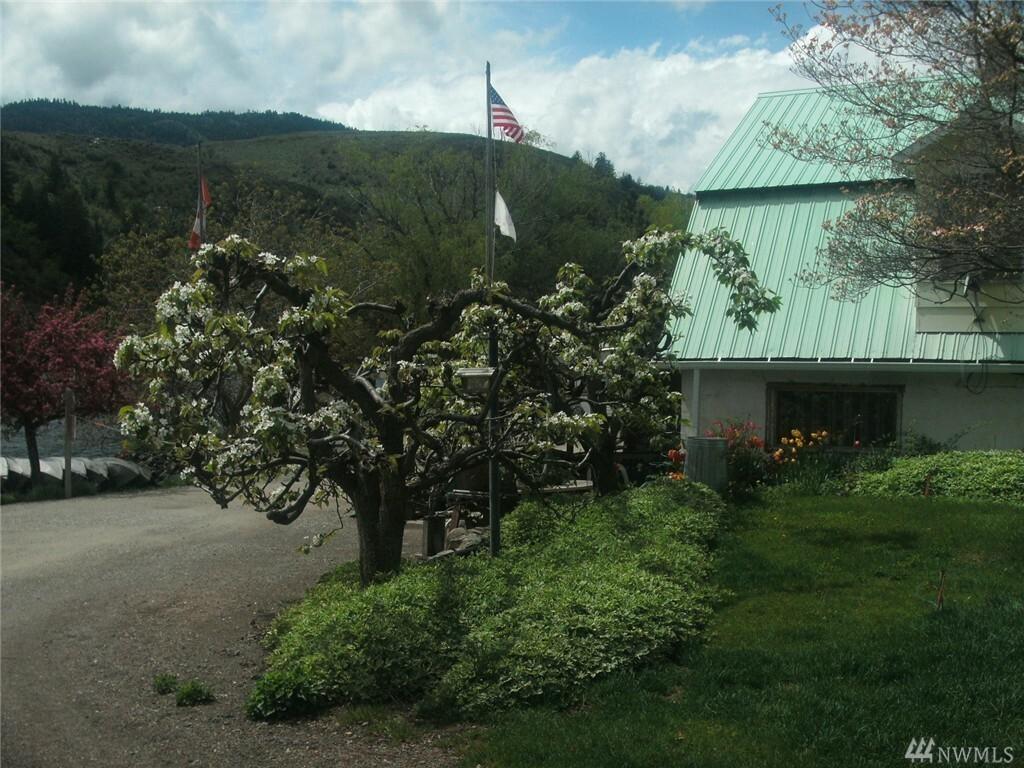 879 Loomis-oroville Rd, Tonasket, WA - USA (photo 2)