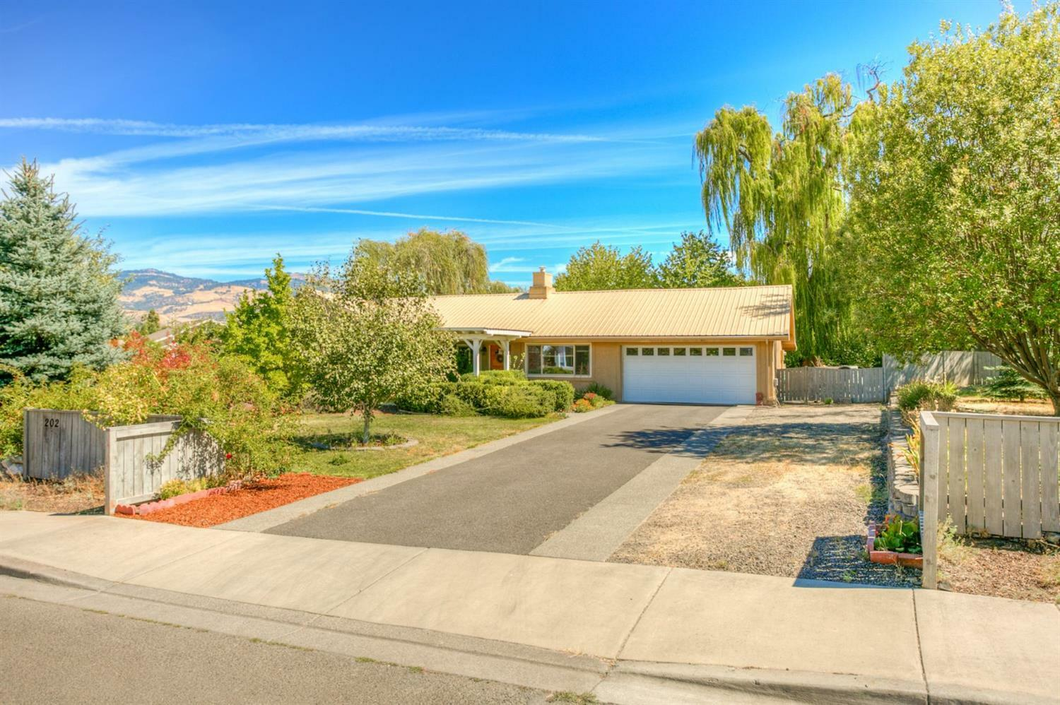 202 Meadow Slope Drive, Talent, OR - USA (photo 2)