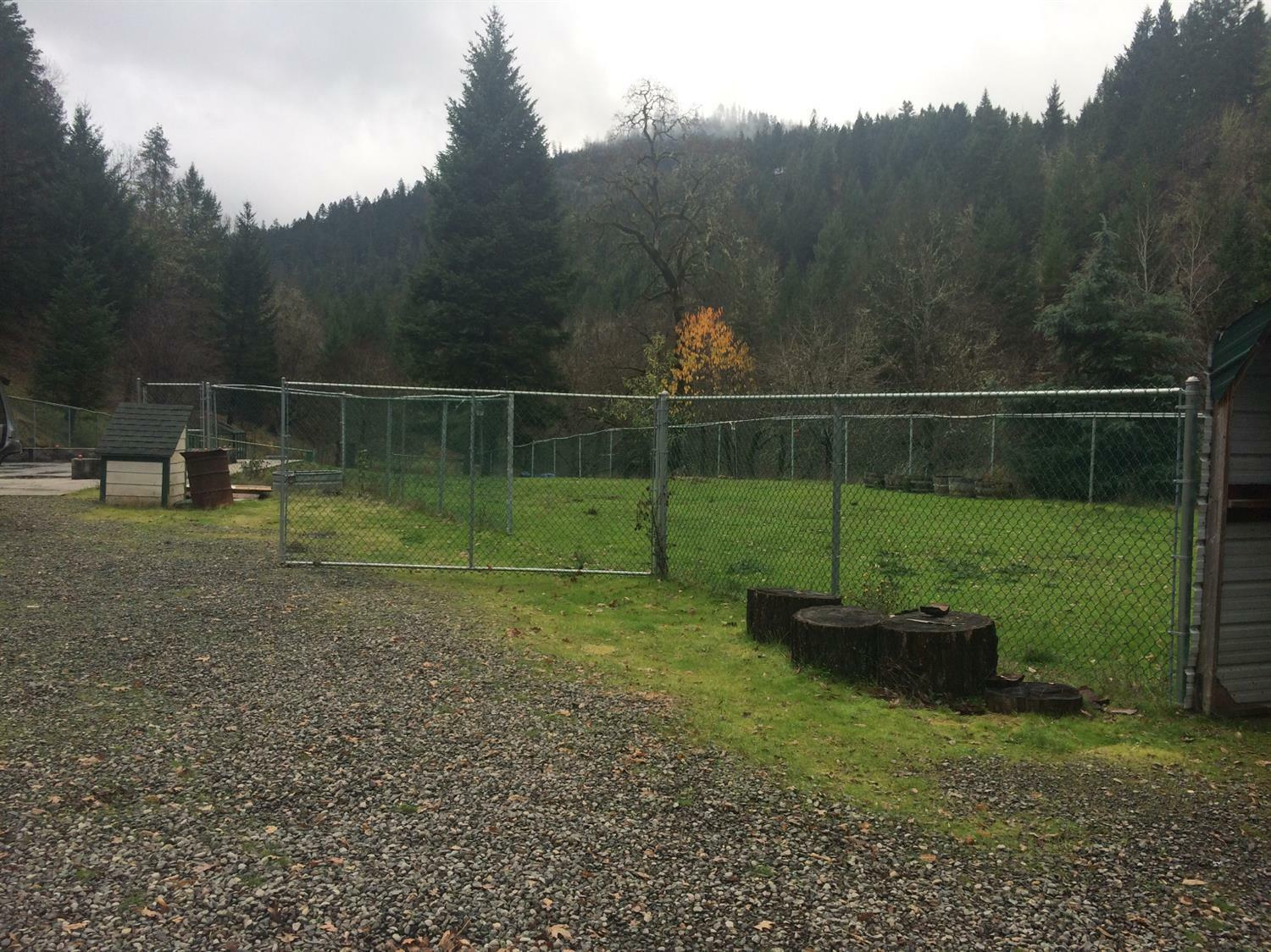3969 Old Ferry, Shady Cove, OR - USA (photo 3)