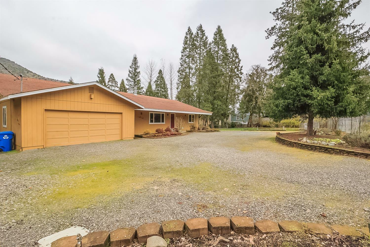 1614 Lampman Road, Gold Hill, OR - USA (photo 4)