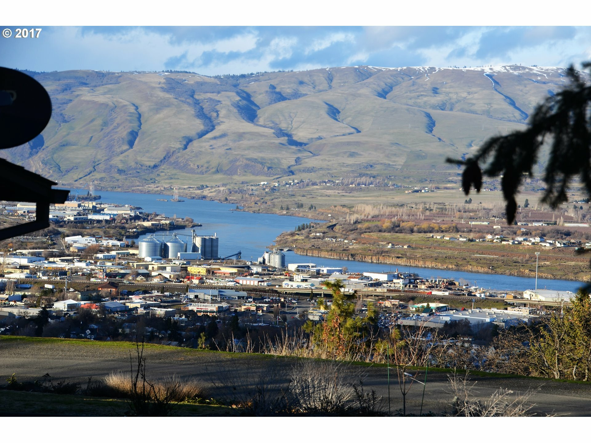 200 W Scenic Dr, The Dalles, OR - USA (photo 2)