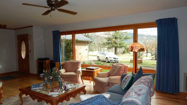 325 Walnut Lane, Shady Cove, OR - USA (photo 2)