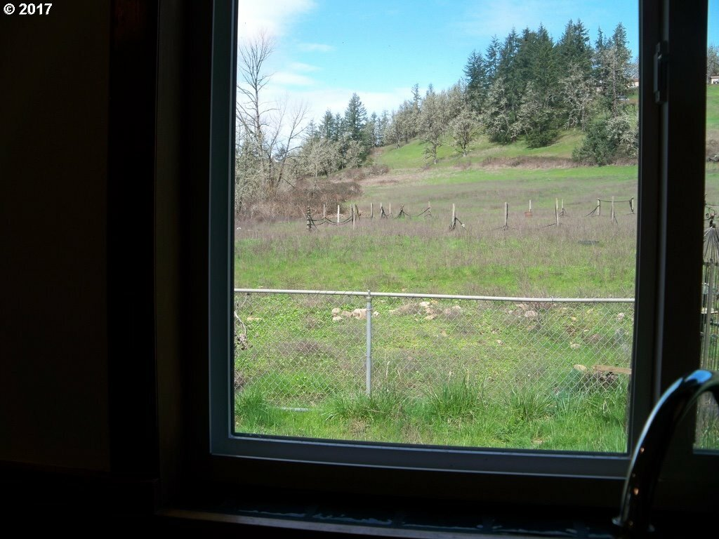 37071 Wallace Creek Rd, Springfield, OR - USA (photo 5)