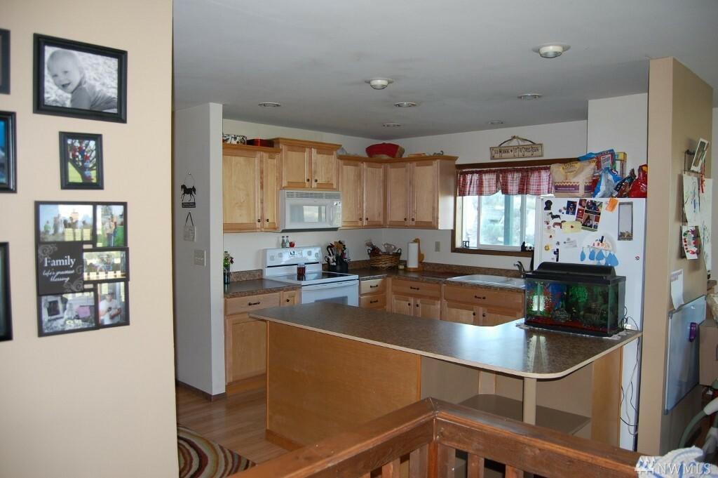 38 Oneil Rd, Oroville, WA - USA (photo 5)