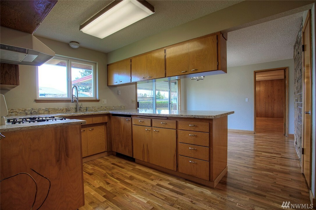 10801 105th St Sw, Tacoma, WA - USA (photo 2)
