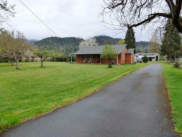 2951 Rogue River Highway, Gold Hill, OR - USA (photo 2)