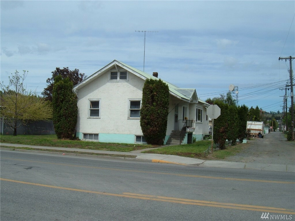 18 4th St, Omak, WA - USA (photo 1)