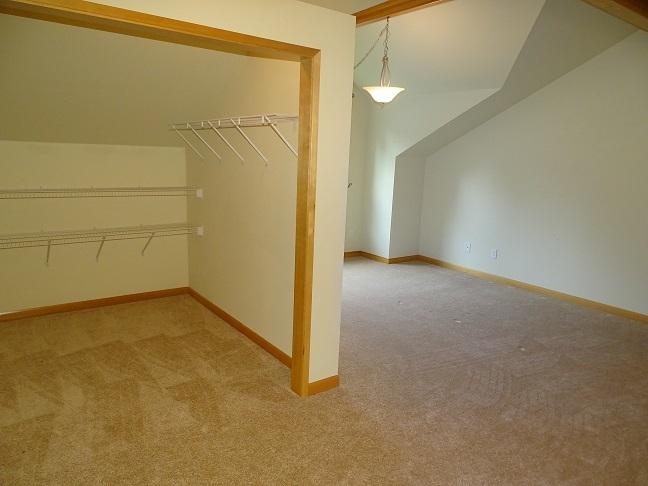Upper level (photo 4)